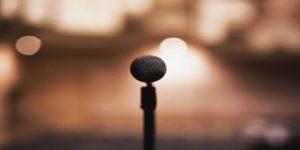 मंच पर हिंदी कविता